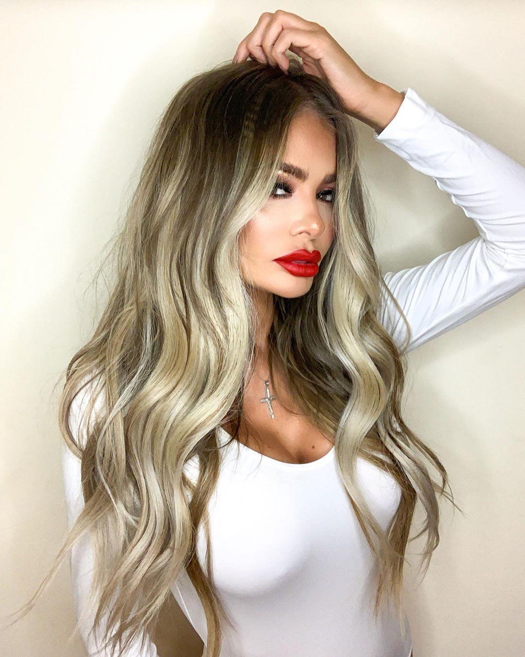 Chloe-Sims-Wallpapers-Insta-Fit-Bio-4