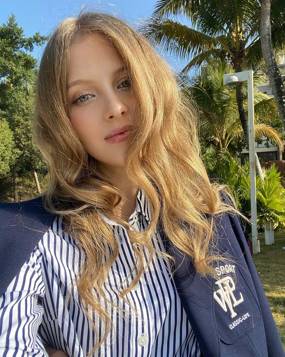 Nicole-marie-j-Wallpapers-Insta-Fit-Bio-10