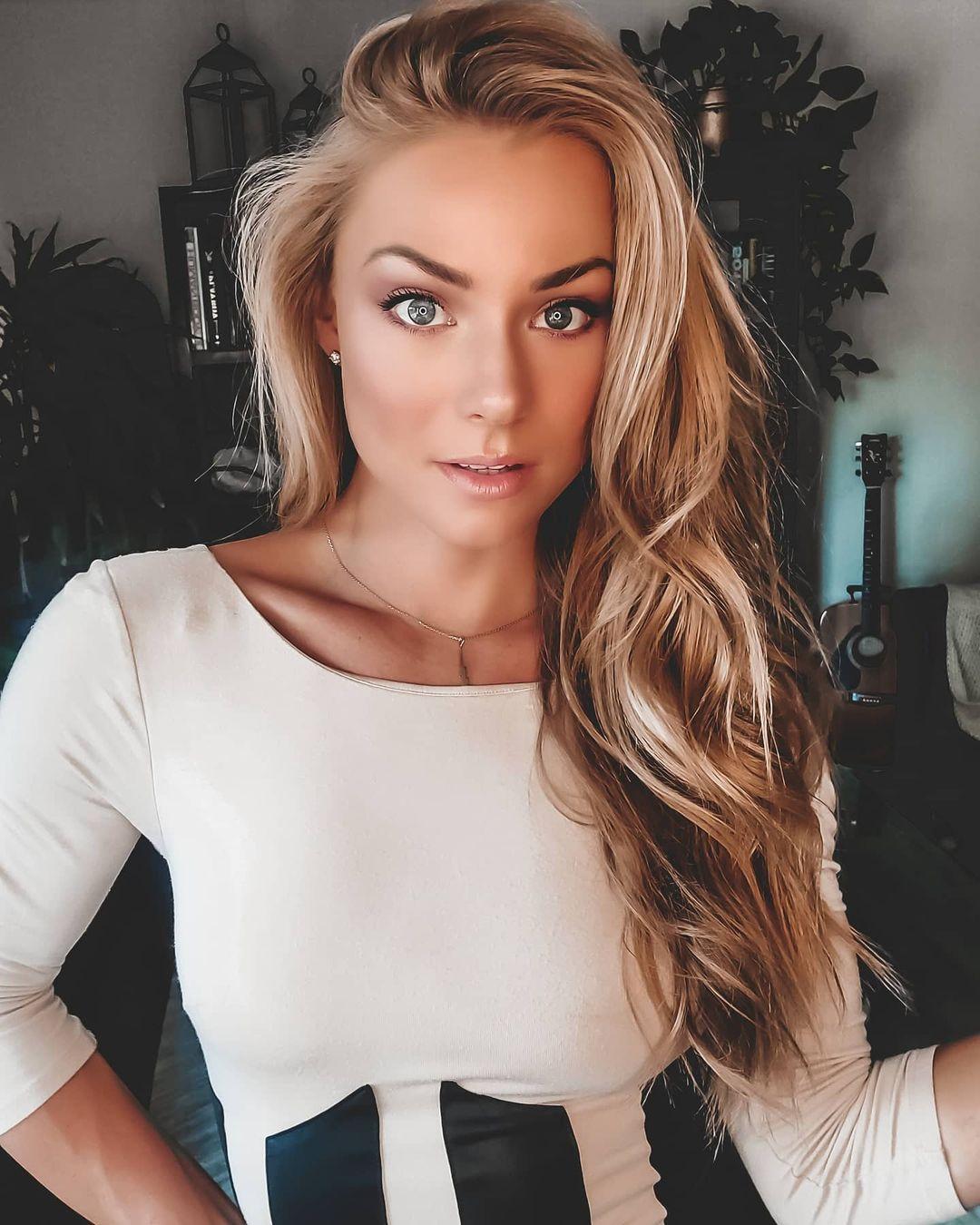 Nikki-Leigh-5