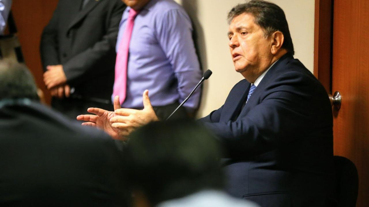 Alan García dice que estará a disposición de investigaciones