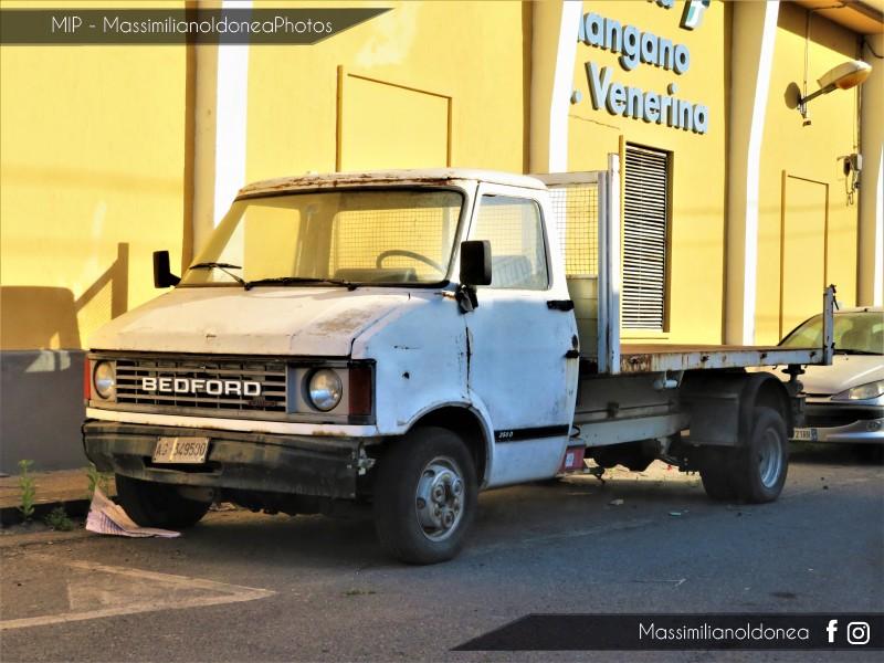 Veicoli commerciali e mezzi pesanti d'epoca o rari circolanti - Pagina 9 Bedford-CF-Diesel-2-2-63cv-88-AG349590