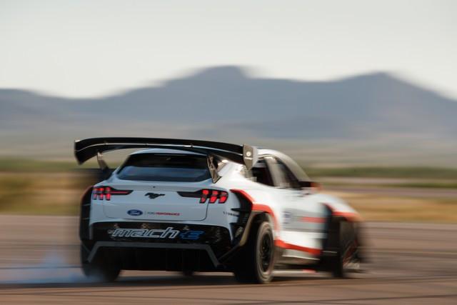 Ford Performance et RTR dévoilent un prototype 100% électrique, la Mustang Mach-E 1400, pour un nouvel art du drift Mach-E-1400-APG-selects-42