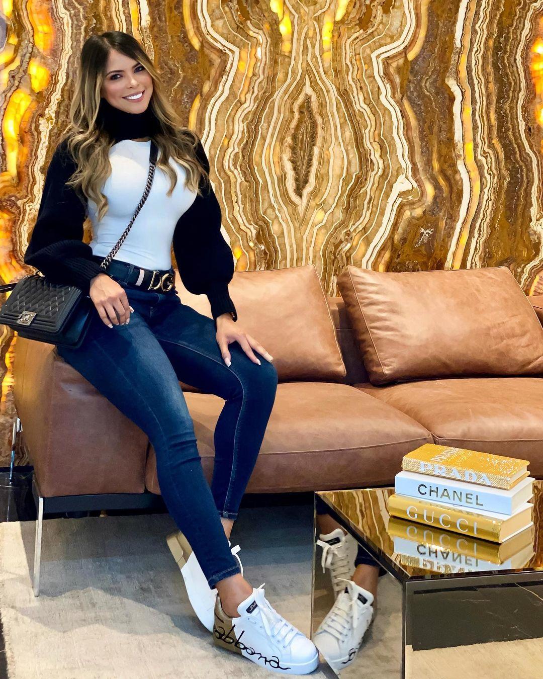 Jennifer-Giraldino-Wallpapers-Insta-Fit-Bio-2