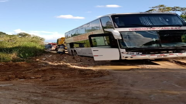 asfaltado-de-carretera-de-santa-lucia-a-uchiza-fue-una-estafa