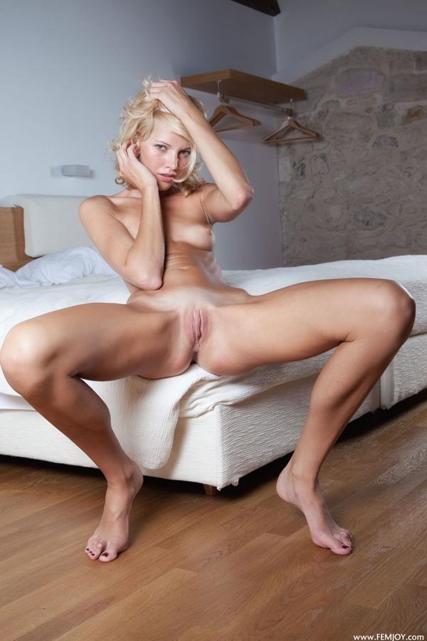photo-Blonde-Teen-Pussy-396099005