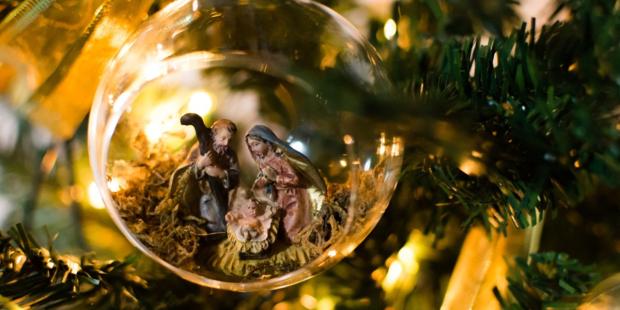 web3-creche-christmas-jesus-tree-shutterstock