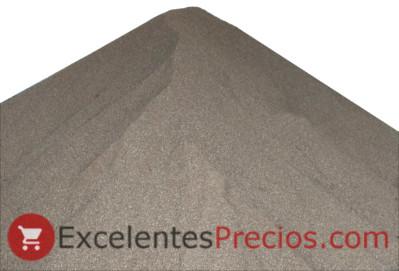 montón de hueso de aceituna triturado, combustible para calderas y estufas de biomasa