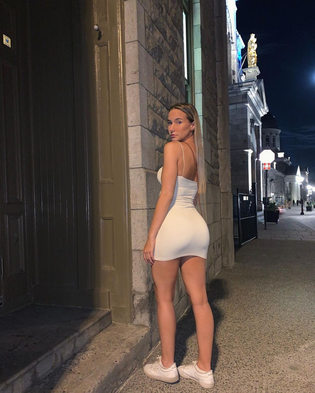 Amy-Shaver-Wallpapers-Insta-FIt-Bio-7