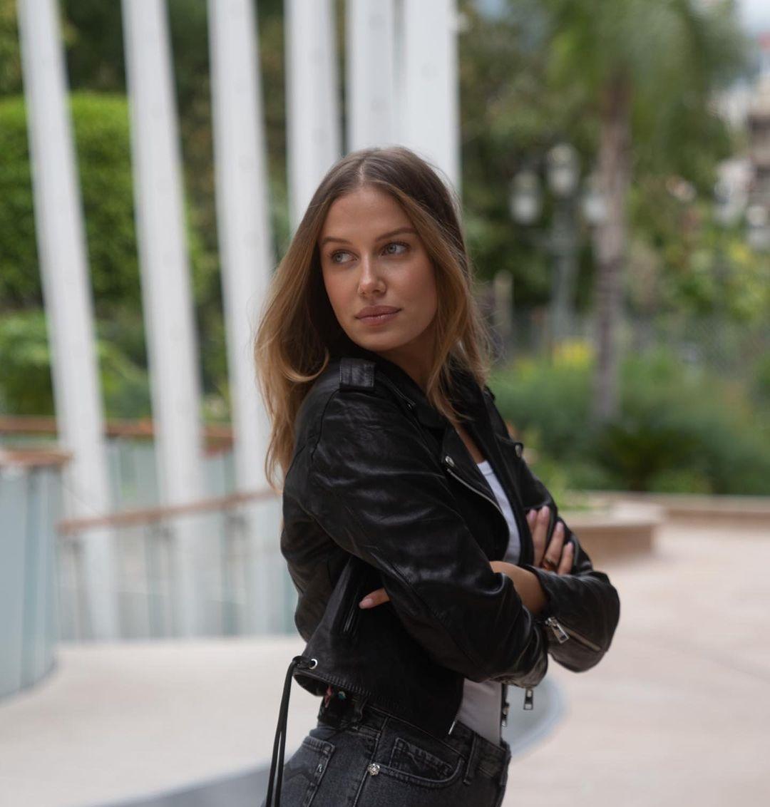 Nicole-Poturalski-Wallpapers-Insta-Fit-Bio-10