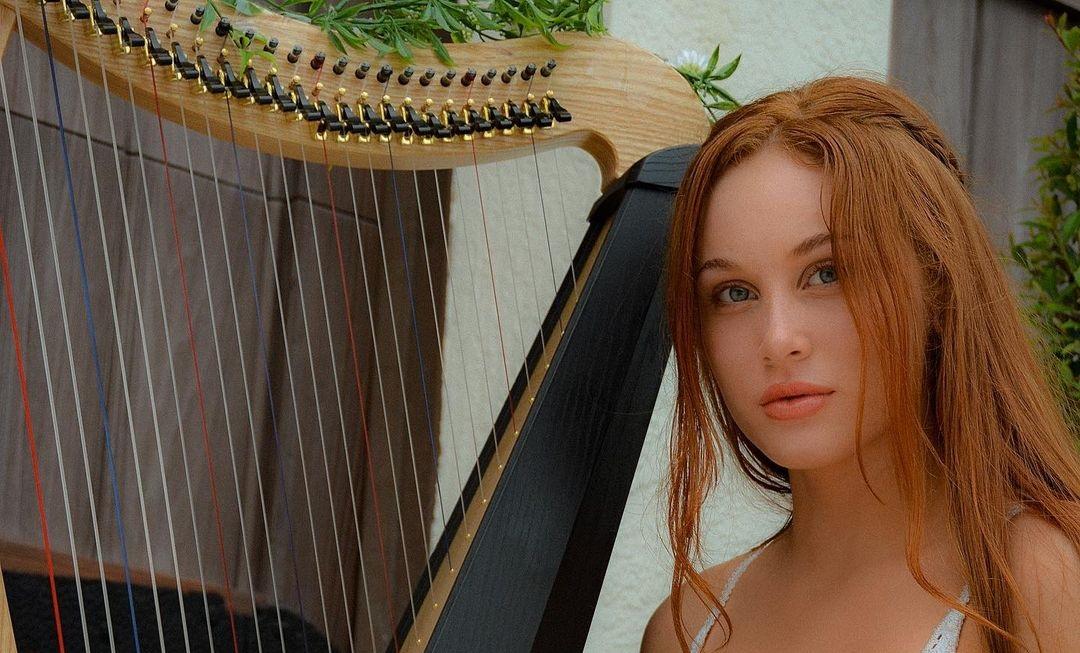 Sarah-Gibson-Wallpapers-Insta-Fit-Bio-18