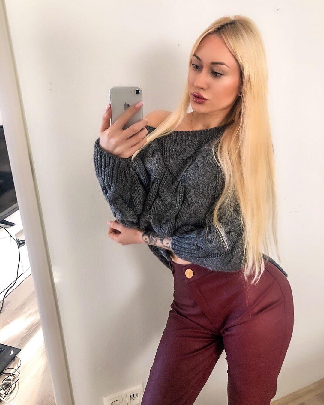 Adrianna-Strzalka-Wallpapers-Insta-Fit-Bio-14
