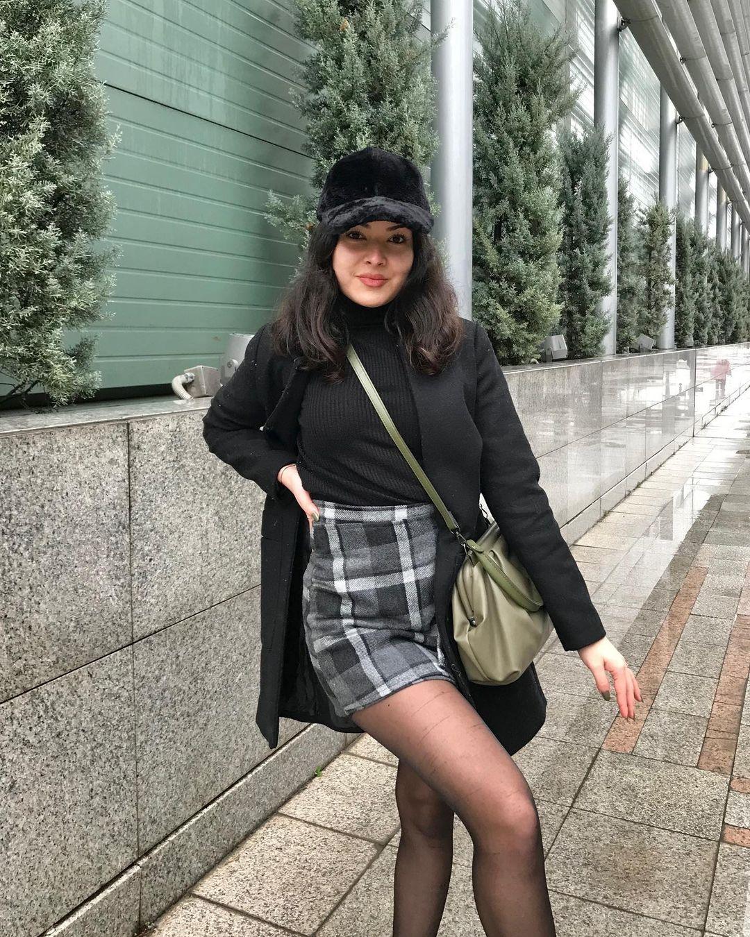 Ileyna-Savuk-Wallpapers-Insta-Fit-Bio-4