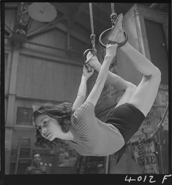 Training-of-a-circus-artist-at-the-Paris-acrobatic-school-France-1939-4