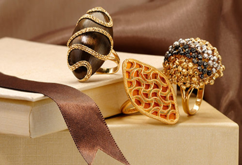 Fashion WIth Luxury Jewelry