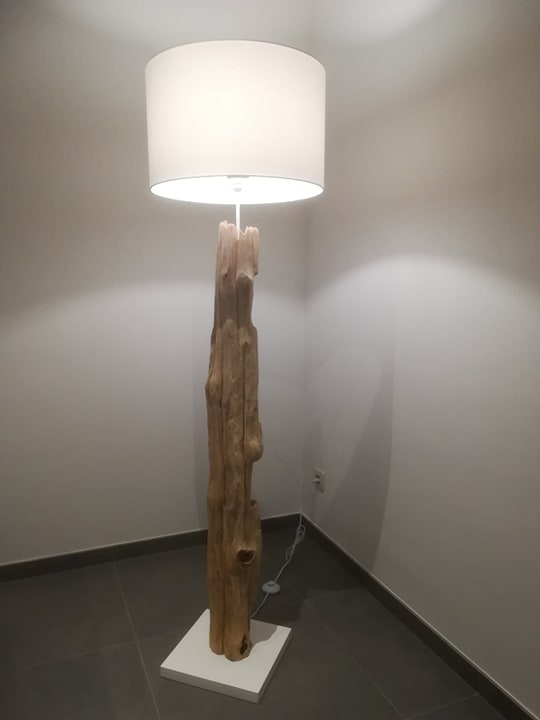 https://i.ibb.co/4Pz2Ngd/vloerlamp.jpg