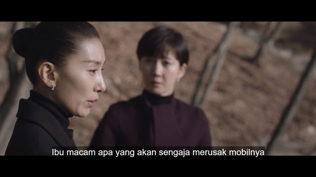 Tutor Kim mengajak Han Suh Jin melihat Kay.