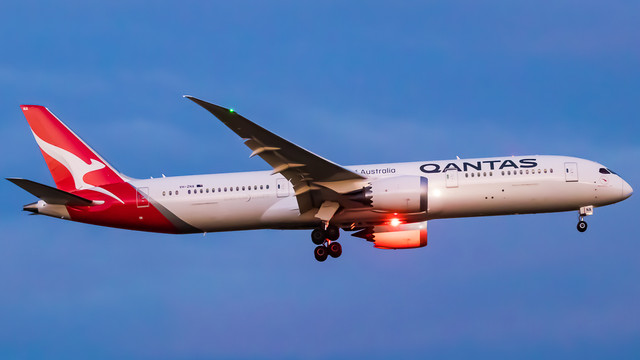 Qantas-Dreamliner-night-v3