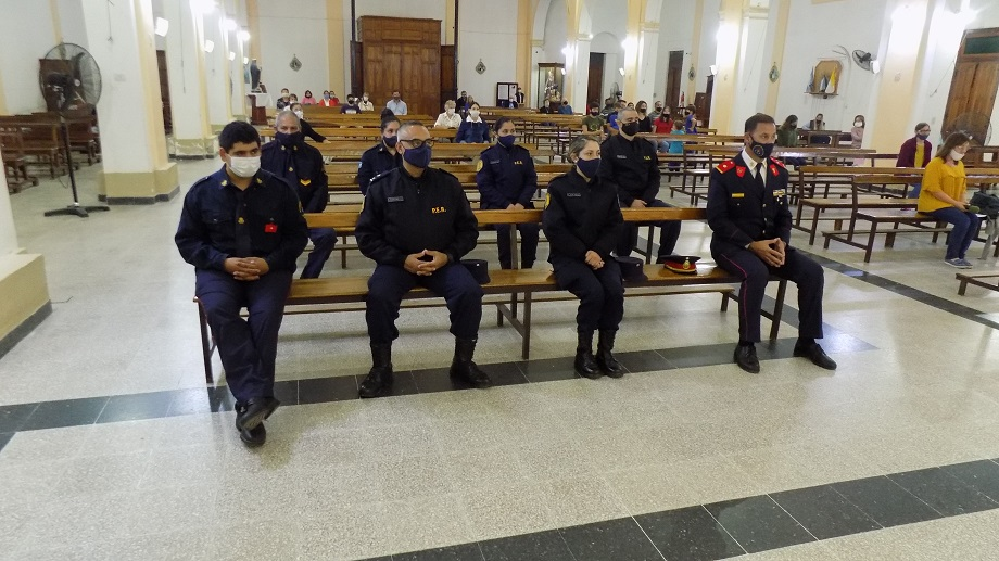 """Celebrando el 1º de Mayo """"Día del Trabajador"""":  Jefatura de Policía Departamental Villaguay participó de la Santa Misa en la parroquia Santa Rosa de Lima"""