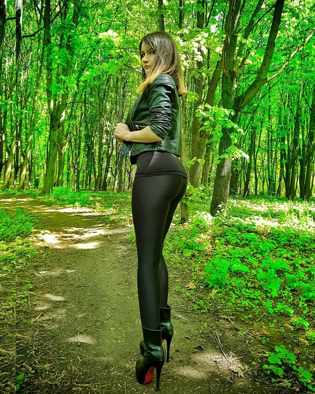 Olga-Madych-Wallpapers-Insta-Fit-Bio-5