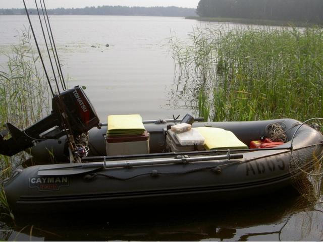 надувная лодка для рыбалки на воде
