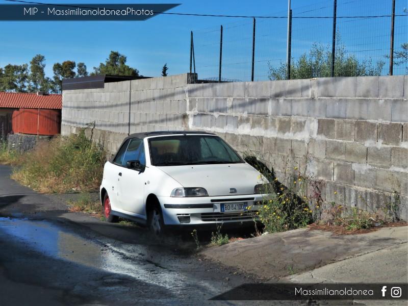 Auto Abbandonate - Pagina 13 Fiat-Punto-Cabrio-1-2-86cv-99-BD841-ZD
