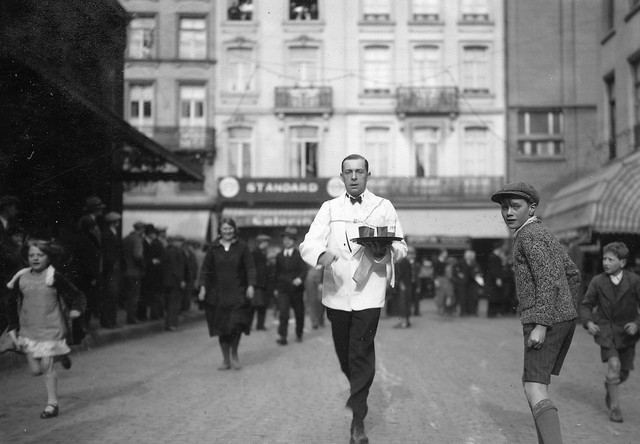 Race-of-waiters-and-waitresses-in-Brussels-7