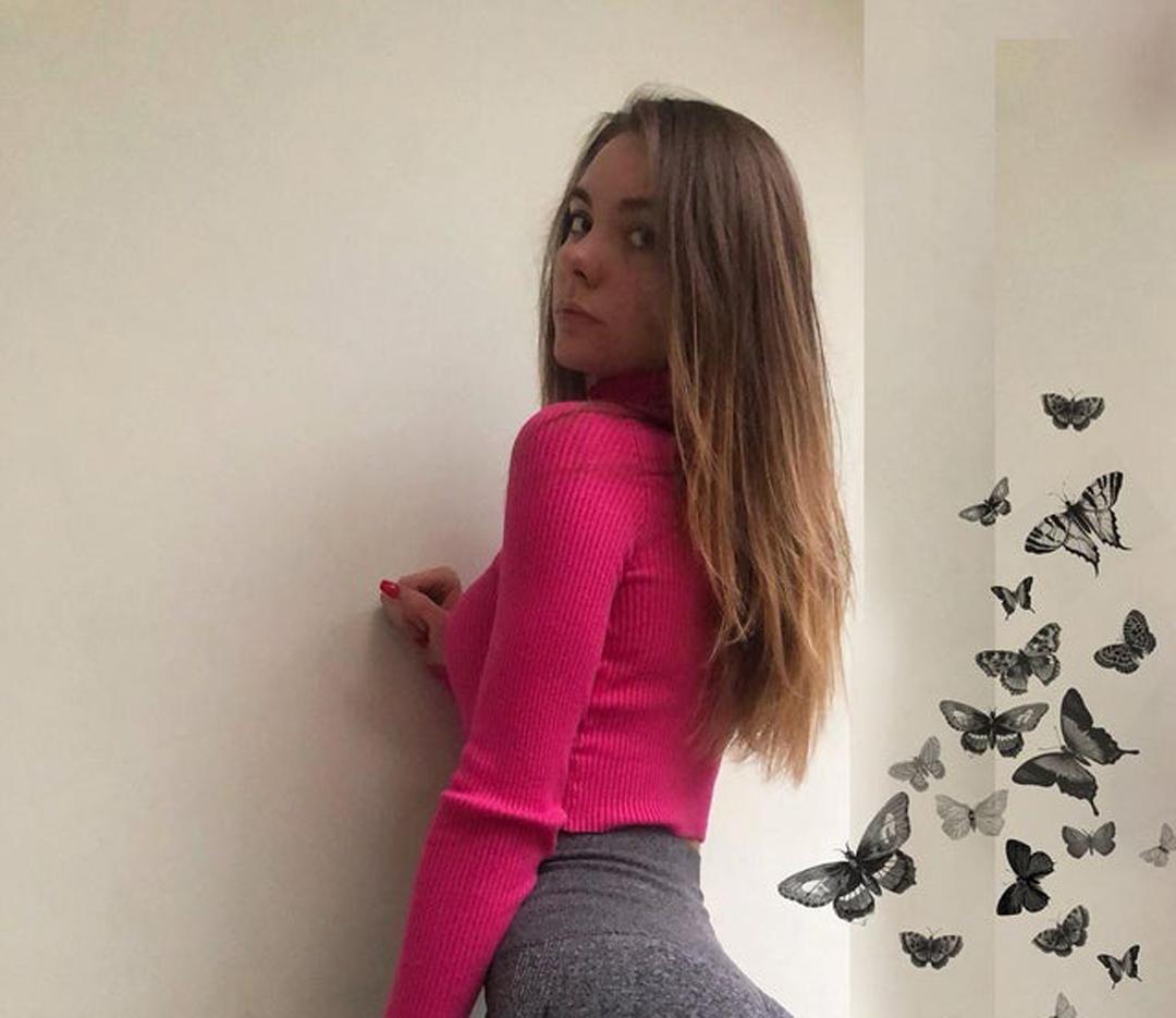 Christin-Black-Wallpapers-Insta-Fit-Bio-6