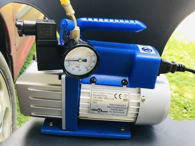 Pompe à vide de climatisation 09-E4-D367-C0-AC-4-E9-E-8-E5-D-50-B0149-E54-B3