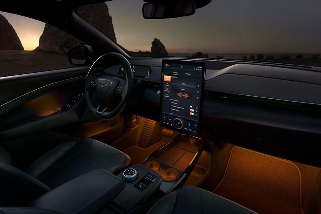 Les sons de la Mustang Mach-E inspirent un nouveau morceau d'un célèbre compositeur électro 2021-Mustang-Mach-E-Unbridled