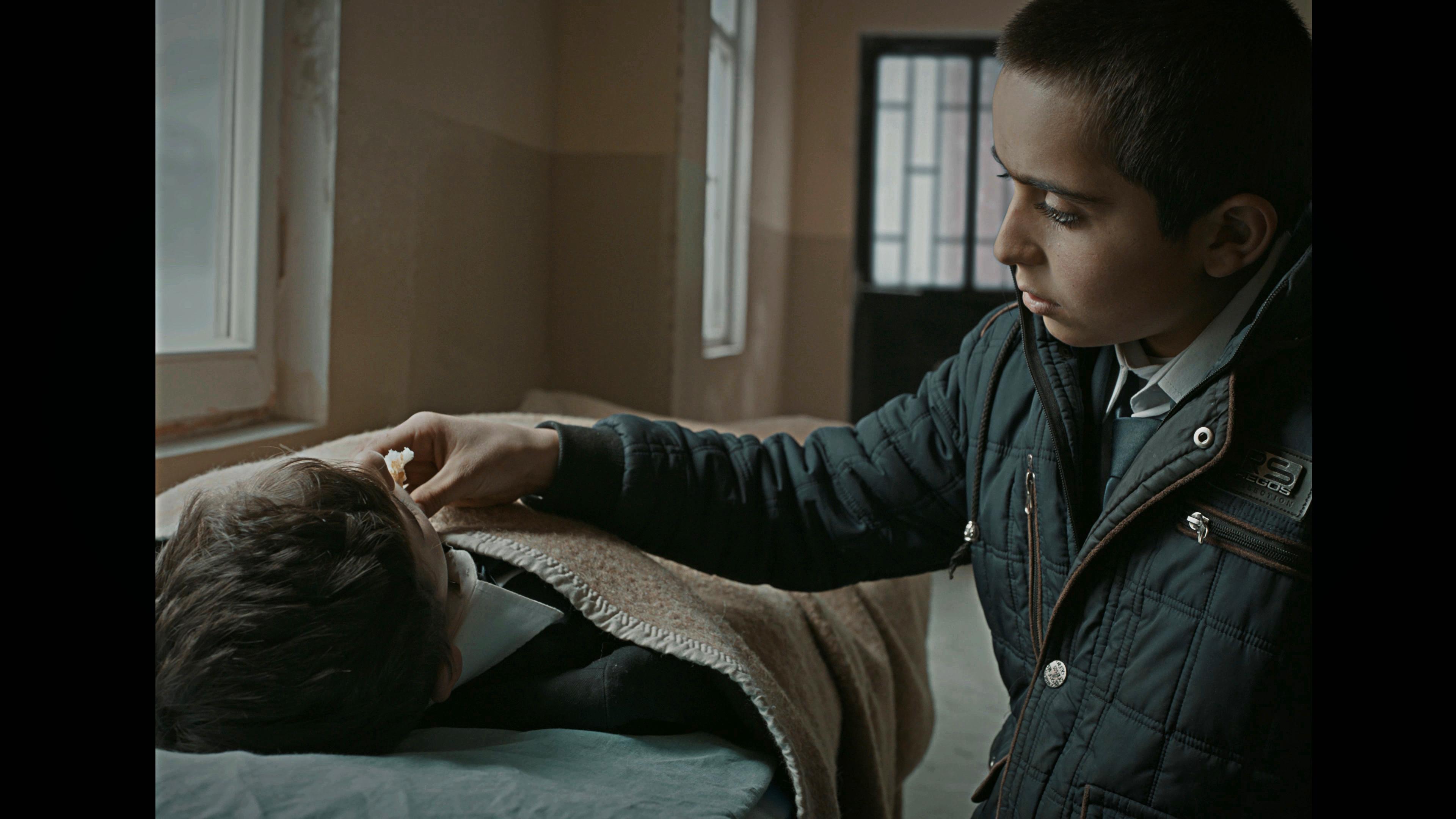OKUL-TIRASI-BROTHER-S-KEEPER-03-Asteros-Film-2021-Photo-Turksoy-Golebeyi