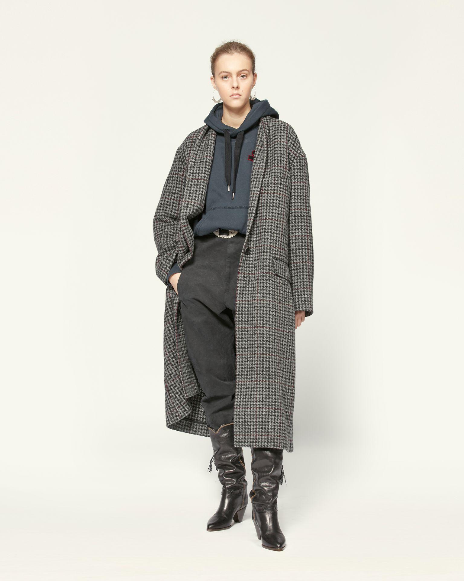 Cappotto a quadri, il trend classico e glamour dell'Inverno 2021