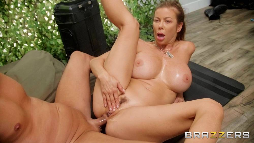 Alexis Fawx, Michael Stefano – Sand And Sweat Part 2 – Brazzers Exxtra – Brazzers