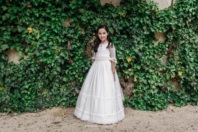 vestido-de-comunion-especial-en-muselina-y-tul-bordado-leonor-y-sofia-2