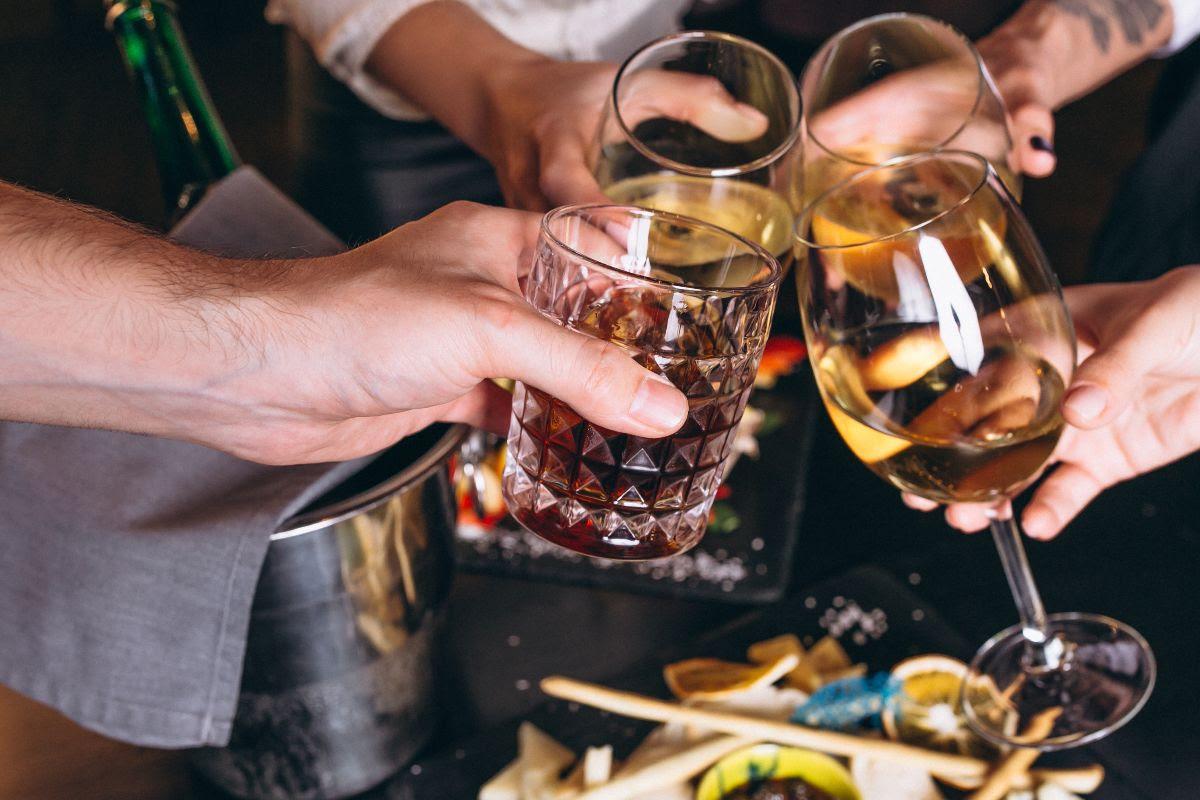 AUMENTÓ EL CONSUMO EN MUJERES Y ADOLESCENTES Argentina y el alcohol: conocer el problema para encontrar la solución