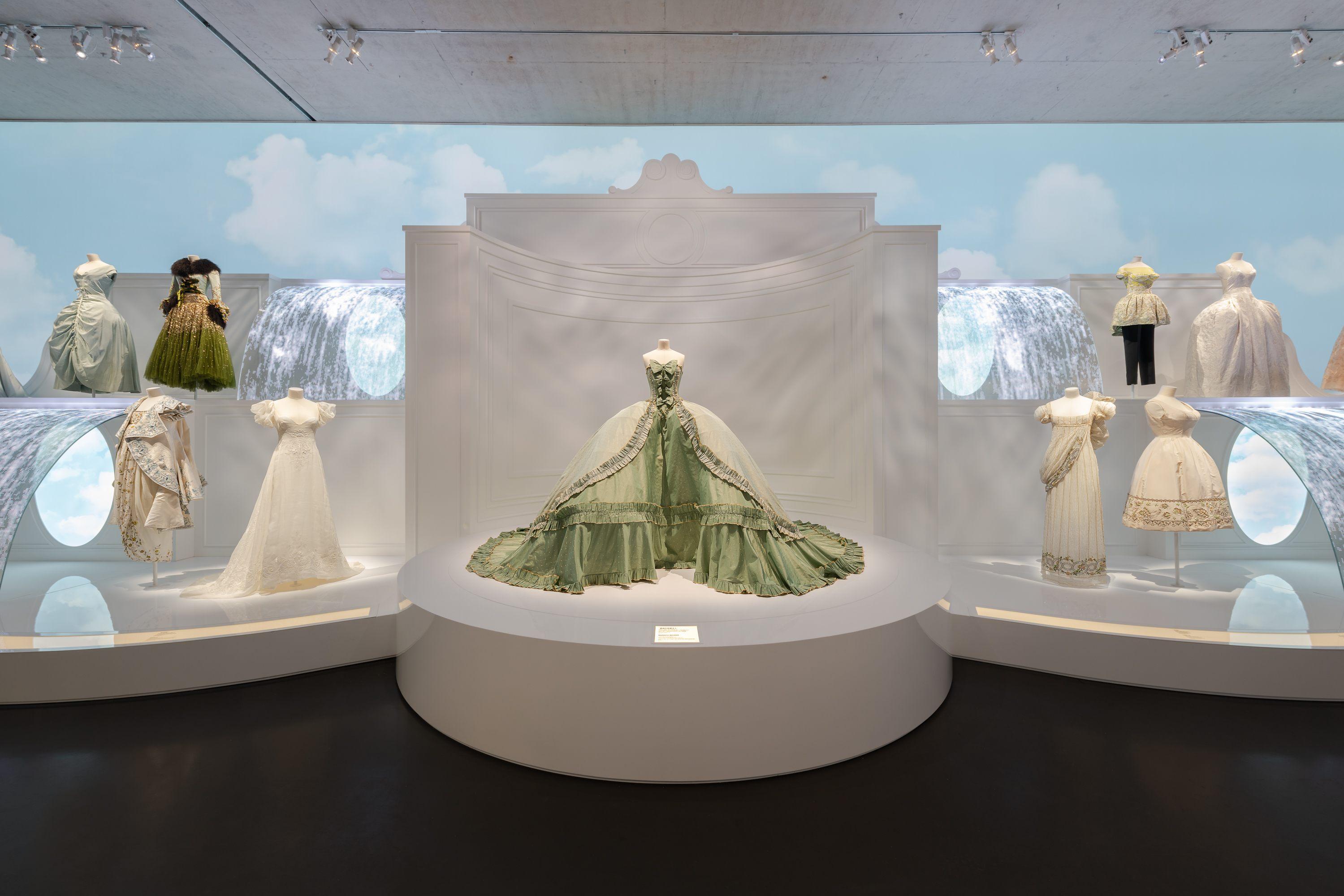 """""""Christian Dior: Designer of Dreams"""", la mostra a Shangai"""