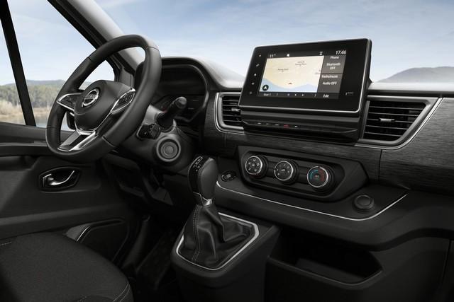 Le Nissan NV300 Combi Fait Peau Neuve New-NV300-Combi-Interior-Front-1-1200x800