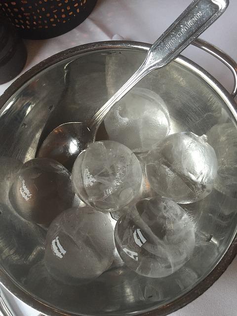 icecubes-643144-640