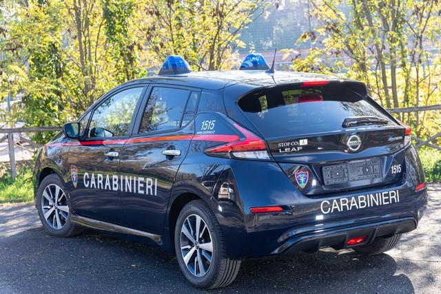 52 Nissan Leaf Pour Les Carabiniers Italiens Nissan-LEAF-all-ARMA-dei-CARABINIERI-4-source