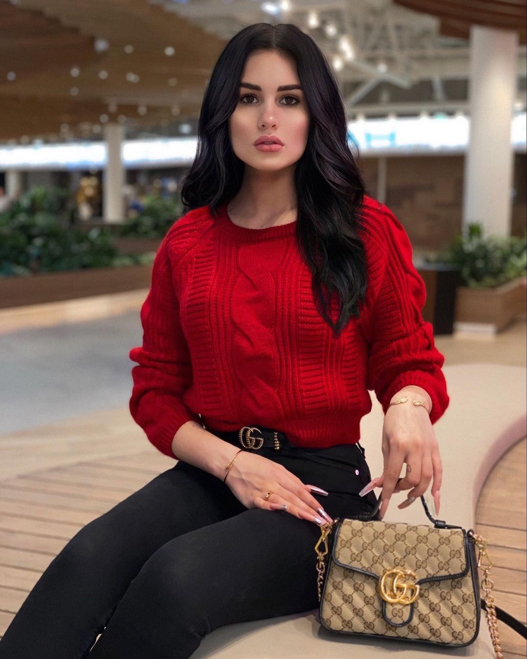 Karina-Arakelyan-Wallpapers-Insta-Fit-Bio-1