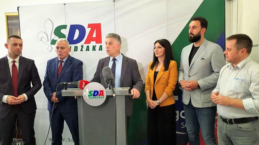 """SDA SANDŽAKA ODRŽALA PRESS KONFERENCIJU! Dr. Sulejman Ugljanin: """"Izborima u Srbiji rukovodile su paralelne strukture totalitarnog fašističkog režima"""""""