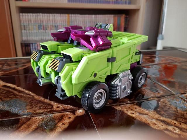 Long-Haul-Vehicle-Rear
