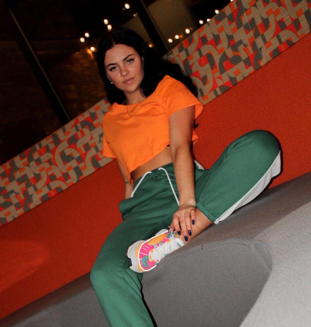 Lauren-Fitzmaurice-Wallpapers-Insta-Fit-Bio-6