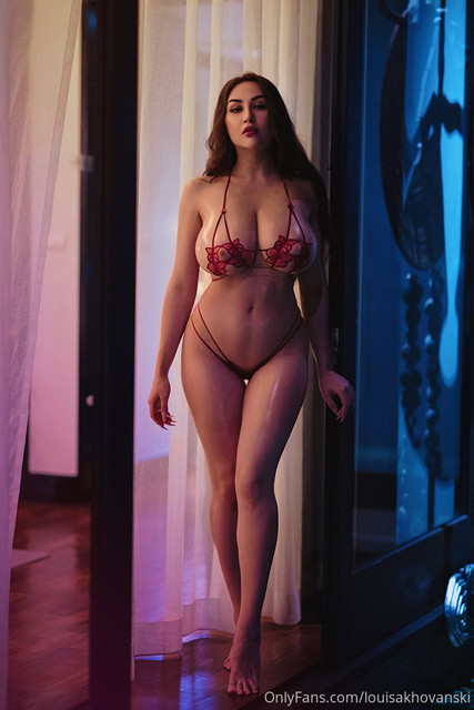louisakhovanski-18-03-2020-26222709-The-most-useless-bra-ever