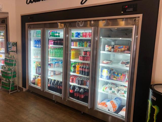 Expositor-refrigerado-para-bebidas-e-congelado-para-alimentos