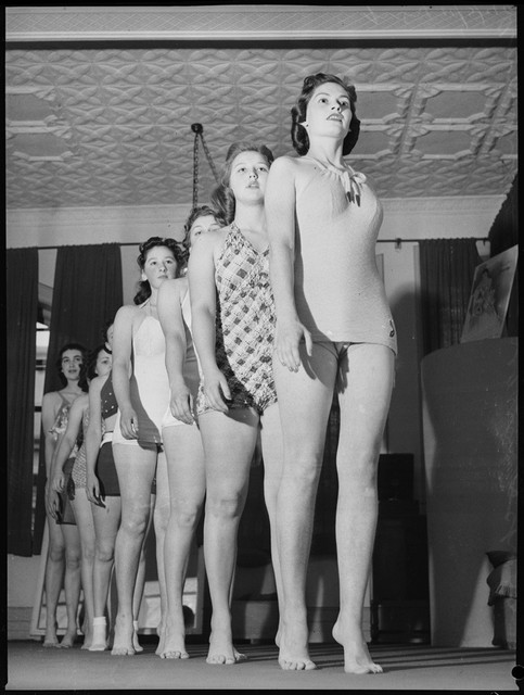 School-of-mannequins-Australia-1940-9