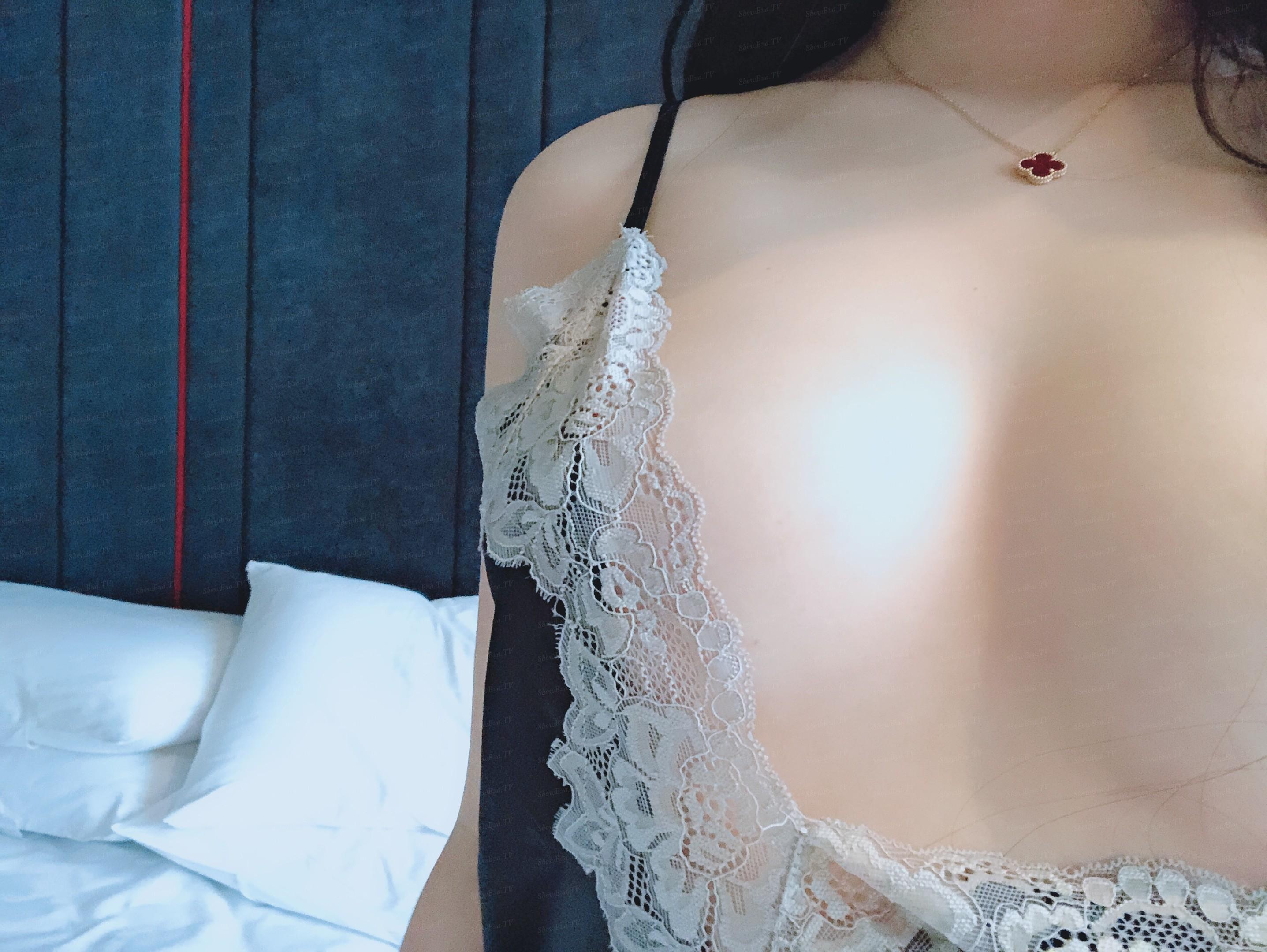showbuatv-hotgirl-dang-dep-tha-hon-dam-vao-loat-anh-tu-suong-kich-thich-57