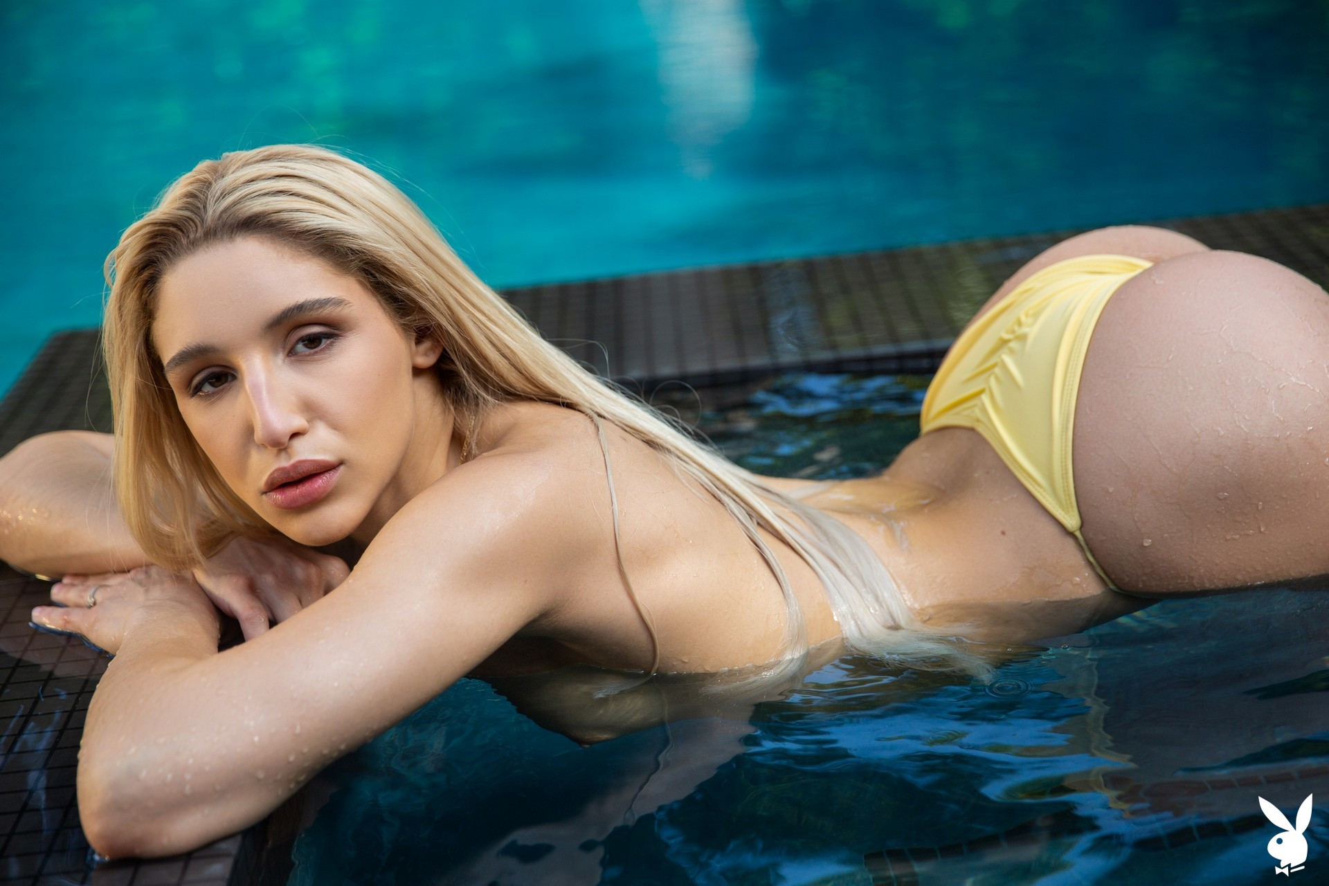 Abella Danger in Ahead of the Curve Abella01-0023