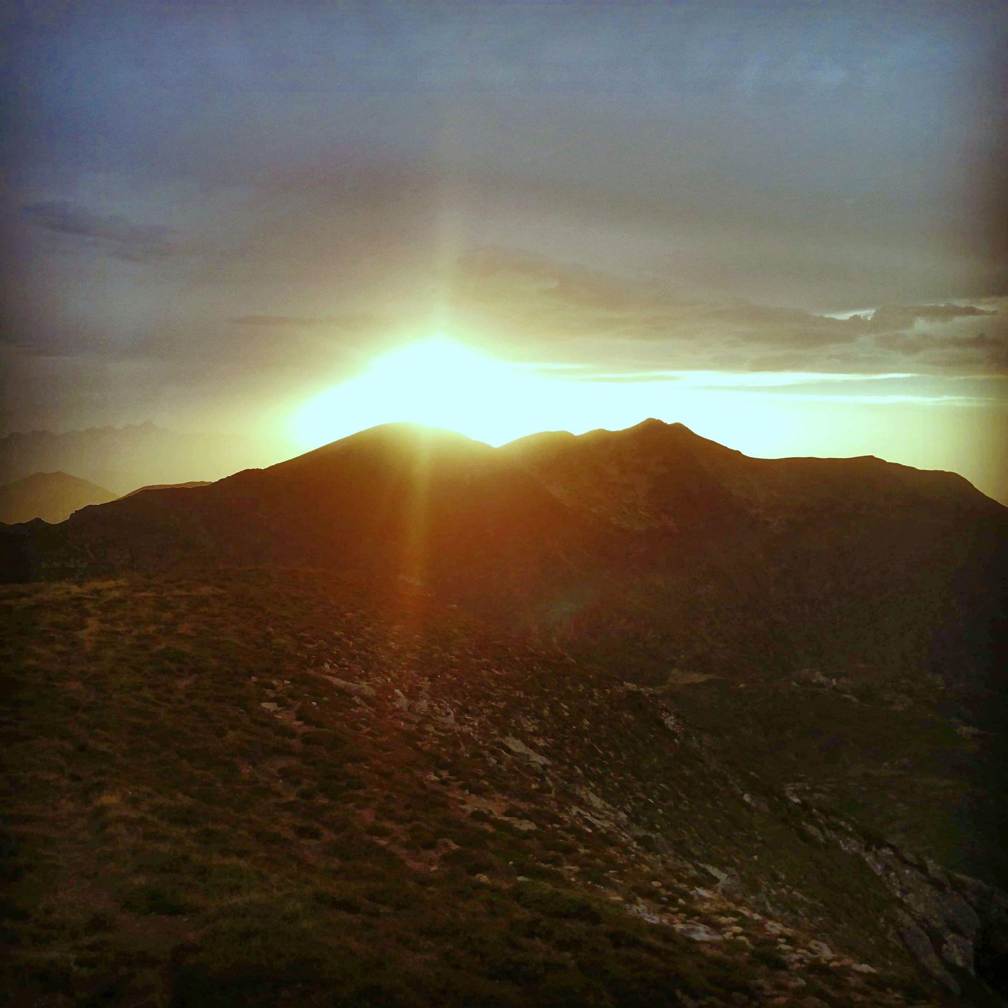 Le-pic-des-3-seigneurs-sunrise