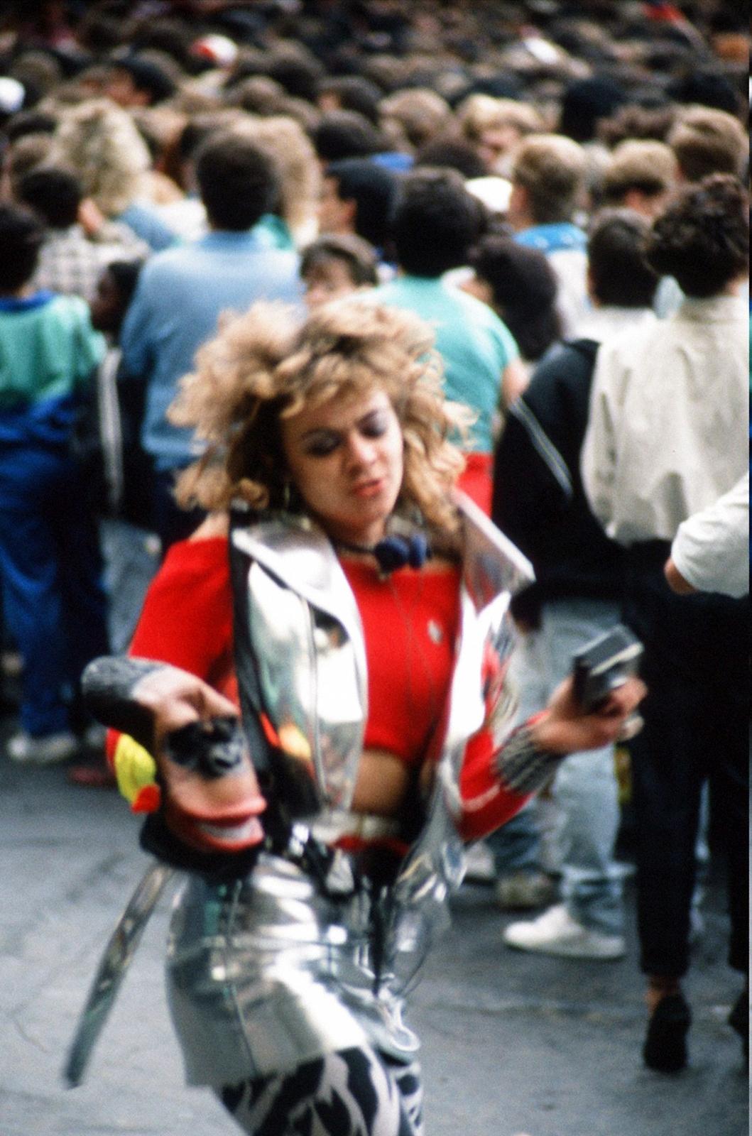 1988785642.jpg