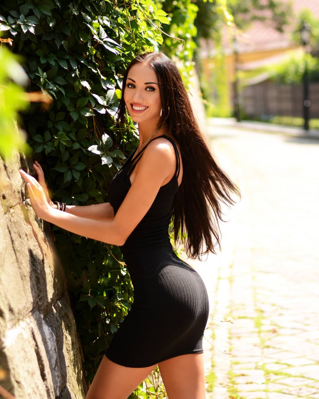 Kira-Bilko-Wallpapers-Insta-Fit-Bio-4